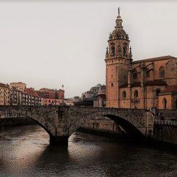 Puente e iglesia San Anton. dominio público