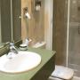Baño habitación hotel Arenal Bilbao